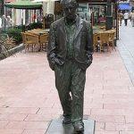 220px-Estatua_Woody_Allen_en_Oviedo